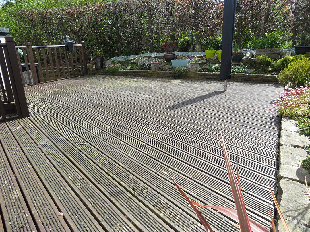 Garden Leeds Artificial Grass Over Decking - Before